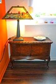 polsterei-kraftschik-wolfenbuettel-recyclingmoedel-vintage-anrichte-lampe